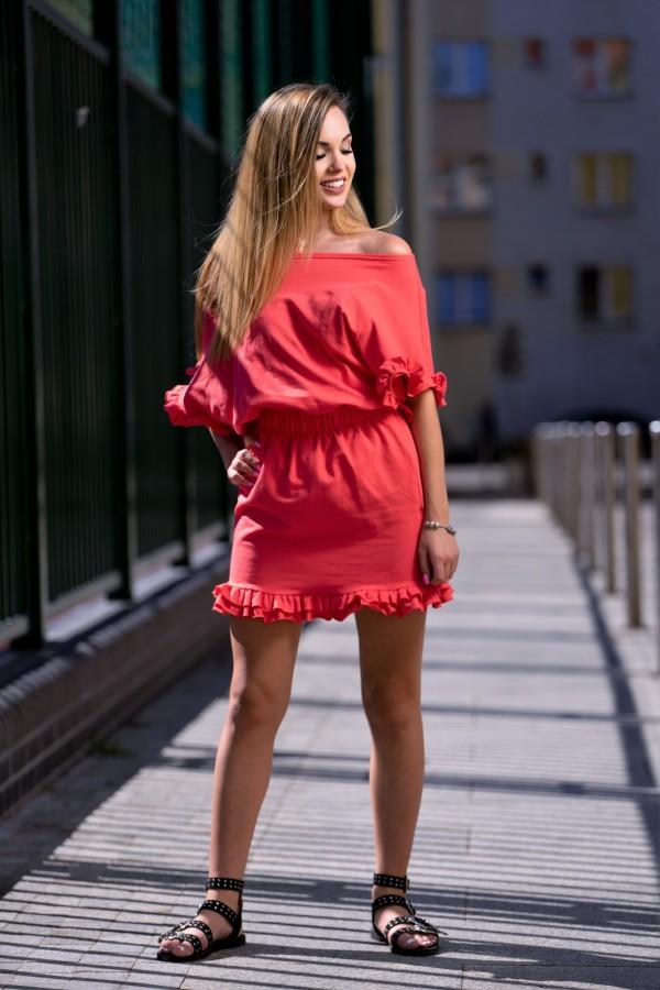 Sukienka dresowa z falbanką koral 3