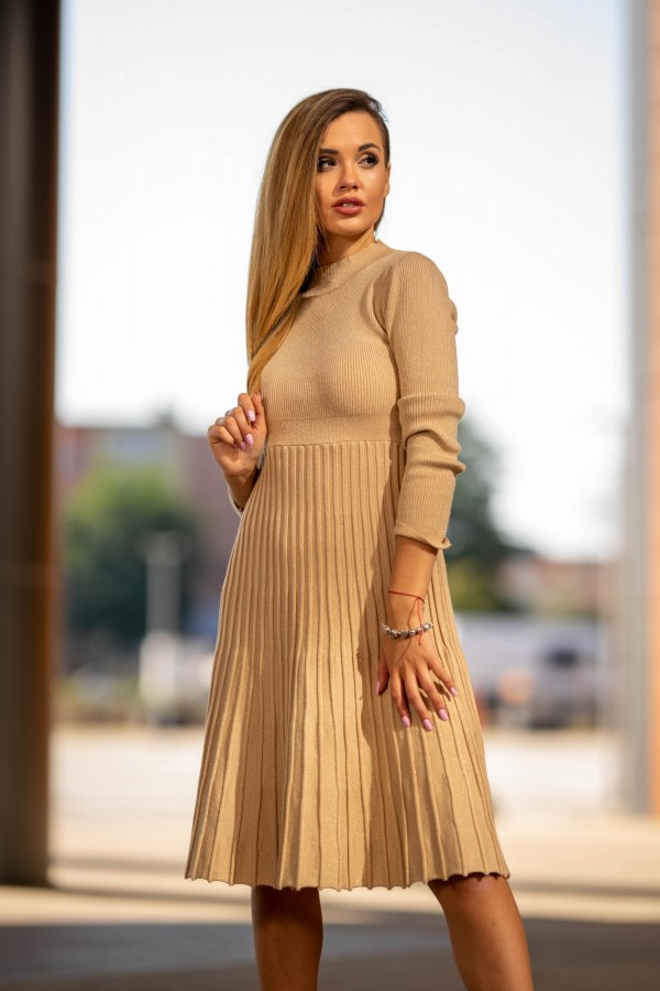 Sukienka półgolf plisowana beżowa złota 1