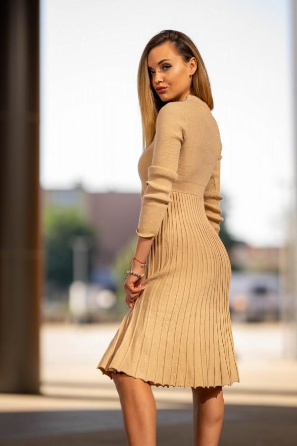 Sukienka półgolf plisowana beżowa złota 2