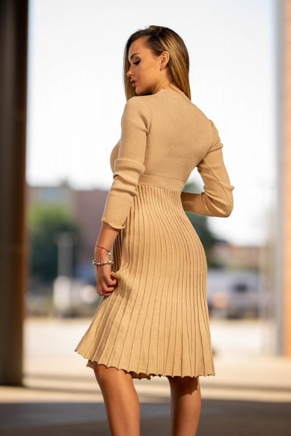 Sukienka półgolf plisowana beżowa złota 3