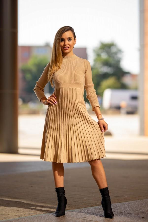 Sukienka półgolf plisowana beżowa złota 4