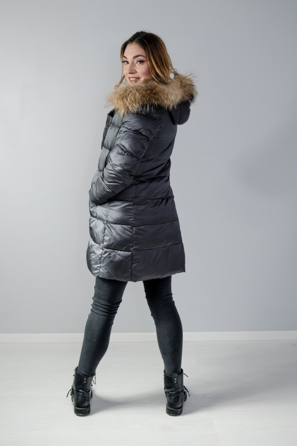 Płaszcz pikowany szary futro 3