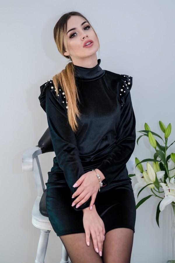 sukienka welurowa z perełkami czarna 4