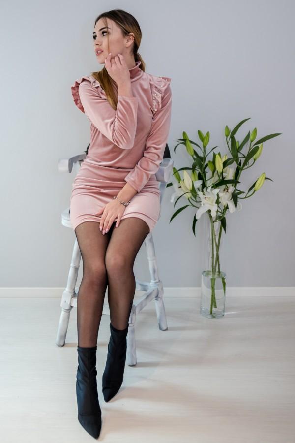 sukienka welurowa z perełkami pudrowy róż