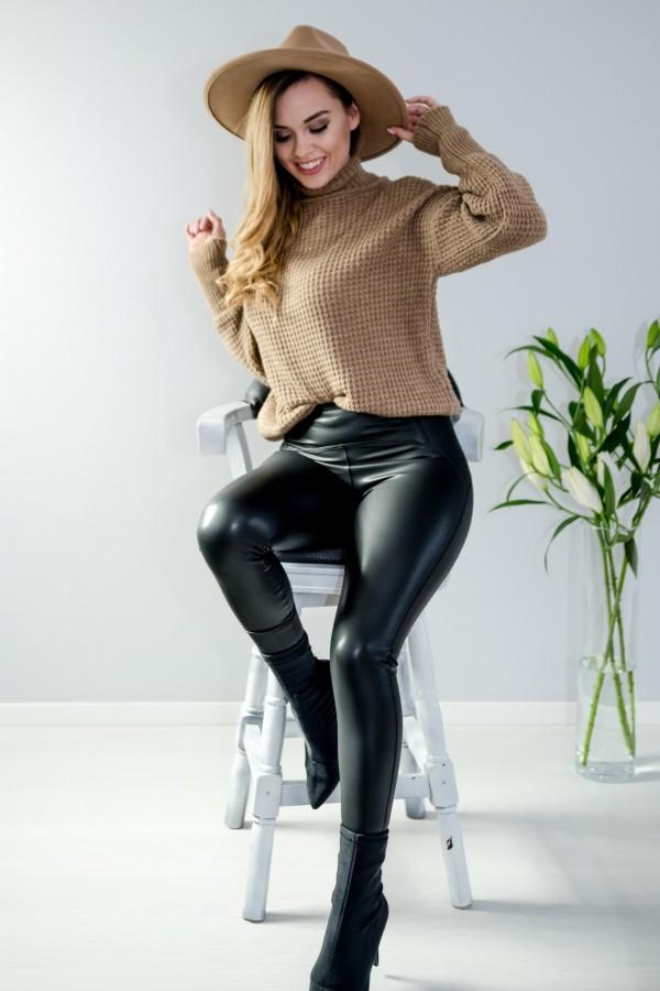 sweter brązowy półgolf guziczki 1