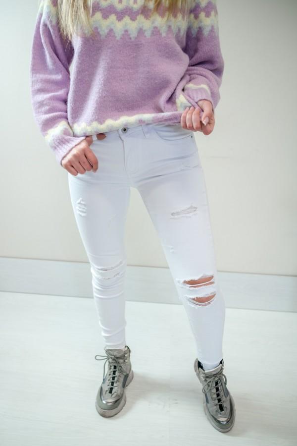 Białe spodnie jeansy z dziurami 1