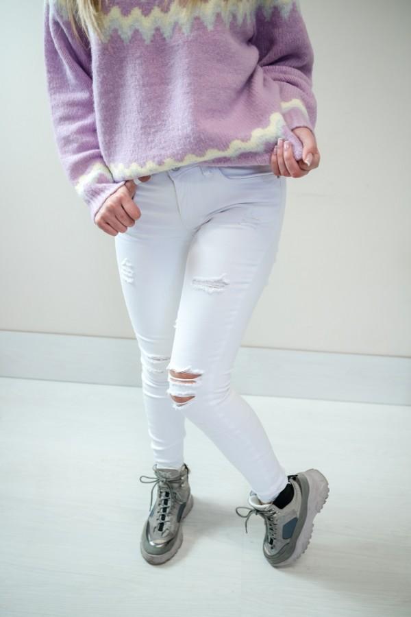 Białe spodnie jeansy z dziurami 2