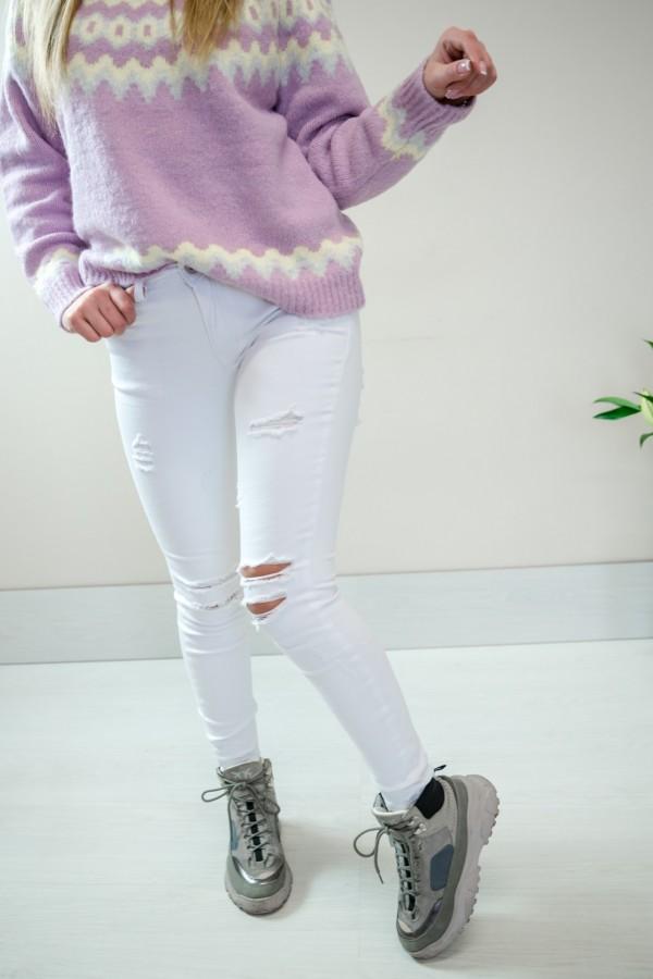 Białe spodnie jeansy z dziurami 3
