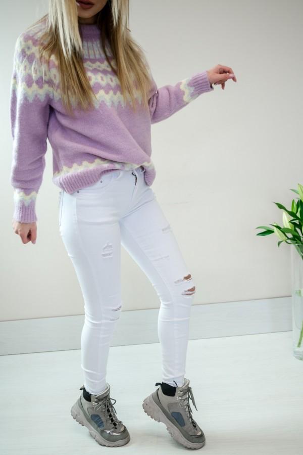Białe spodnie jeansy z dziurami 4