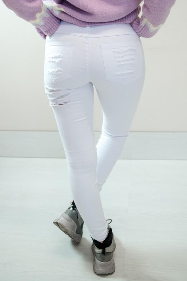 Białe spodnie jeansy z dziurami 7