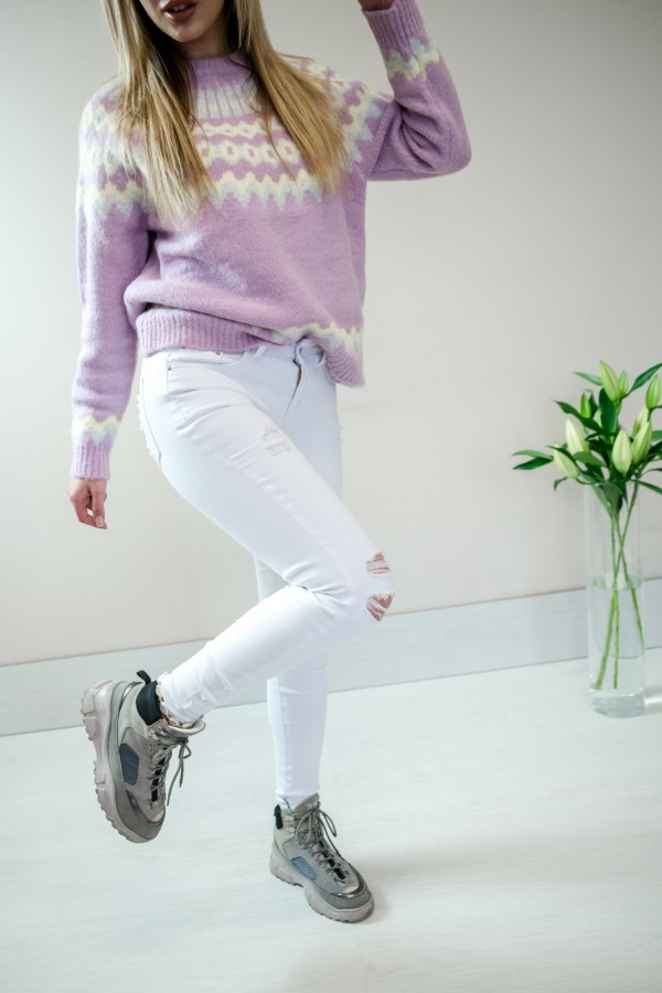 Białe spodnie jeansy z dziurami 8