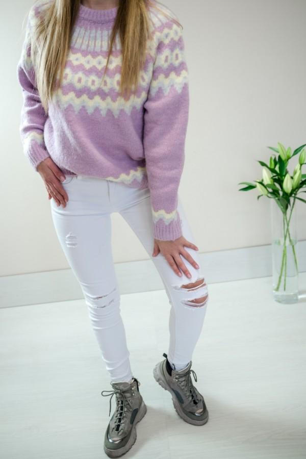 Białe spodnie jeansy z dziurami 9