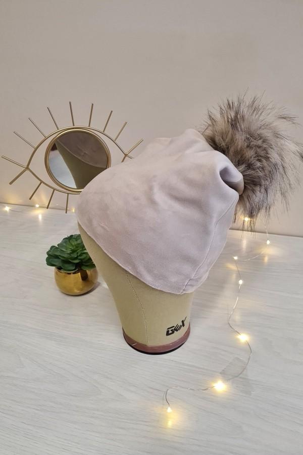 czapka welurowa z pomponem beżowa