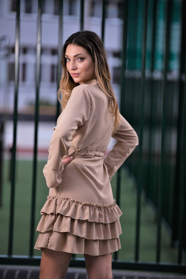 Sukienka z falbanką beż 1
