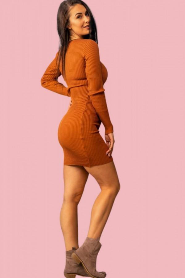 sukienka dopasowana guziczki karmelowa