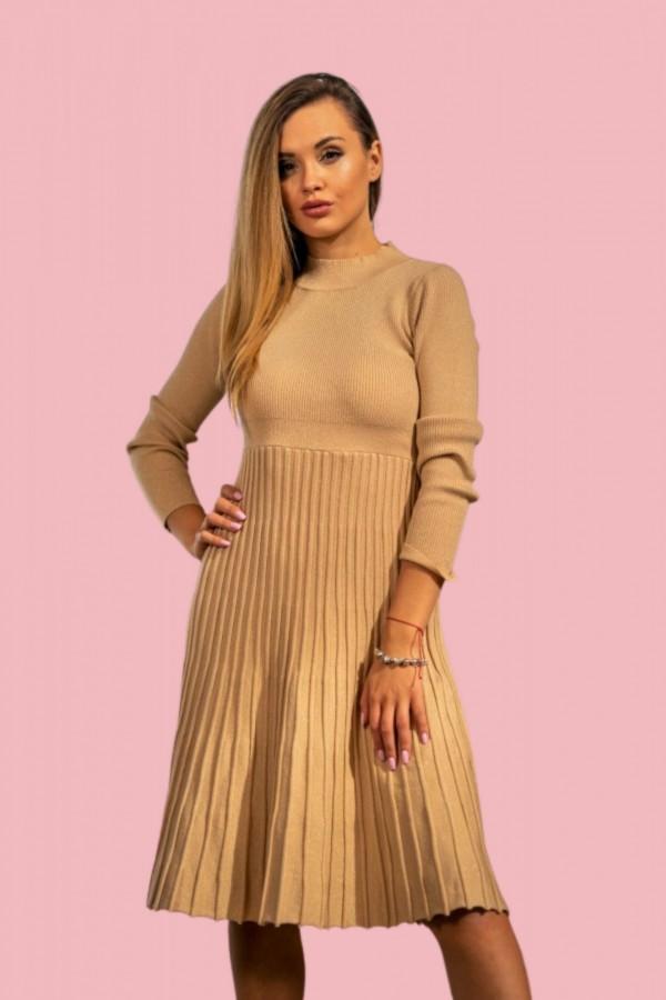 Sukienka półgolf plisowana beżowa złota