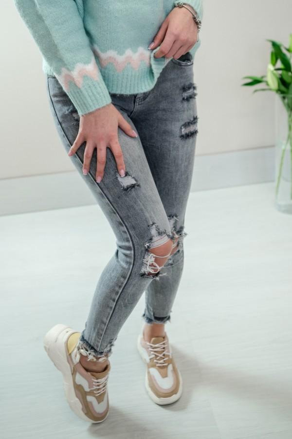 Szare jeansy z dziurami