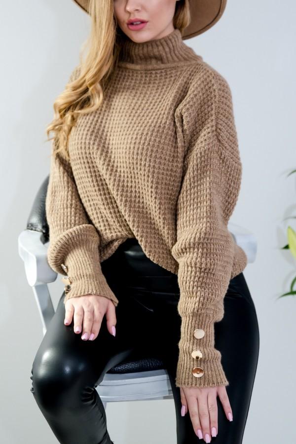 sweter brązowy półgolf guziczki